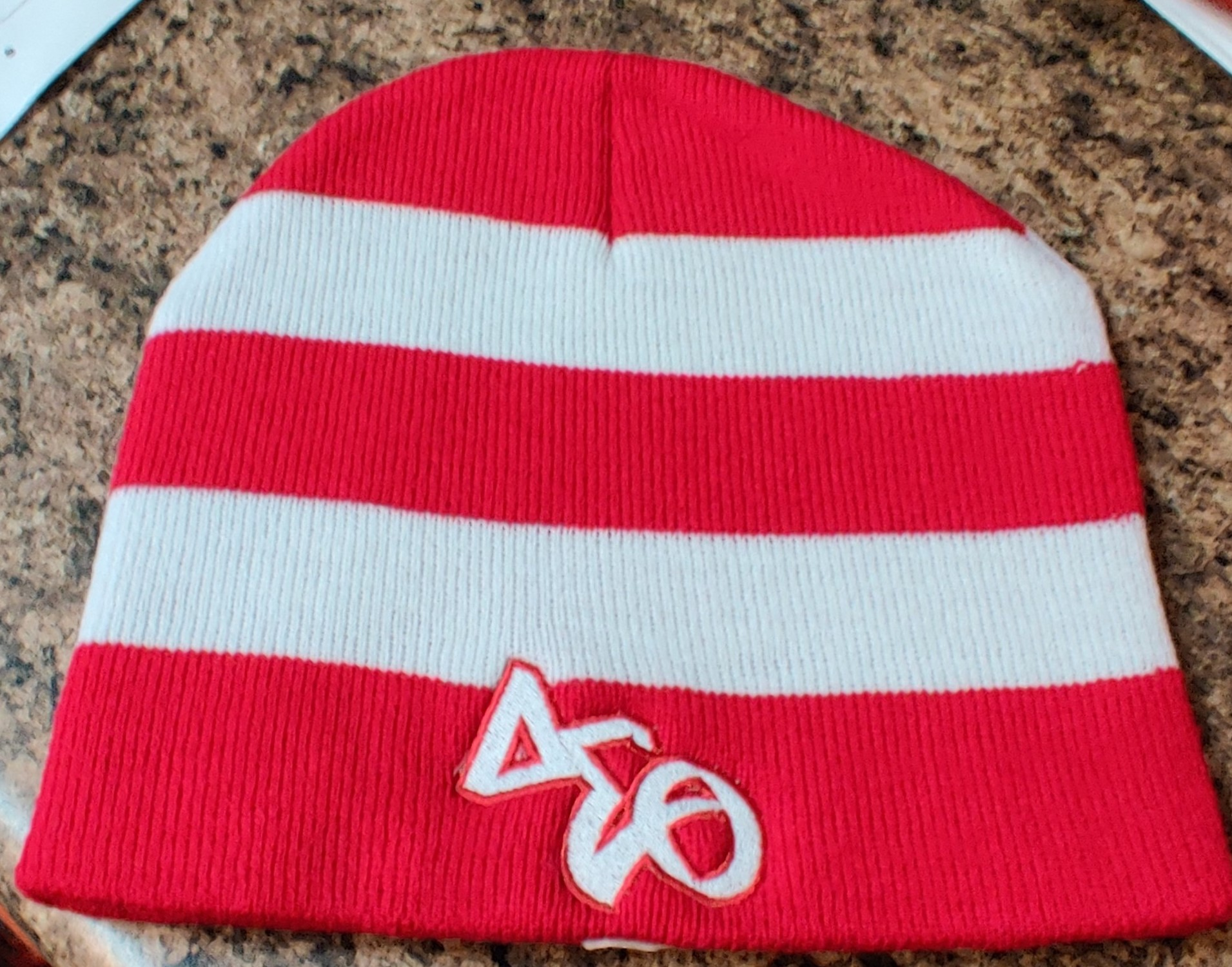 DST KNIT BEANIE - RED/WHITE